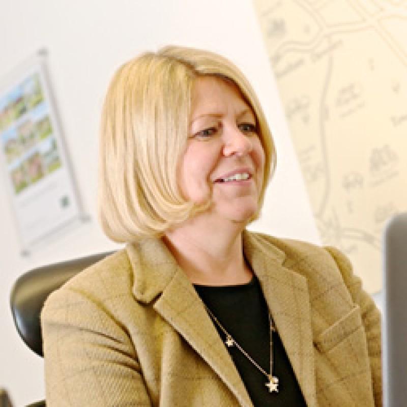 Sarah Van Sminia - Administrator